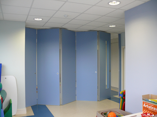 Bi-folding partition walls