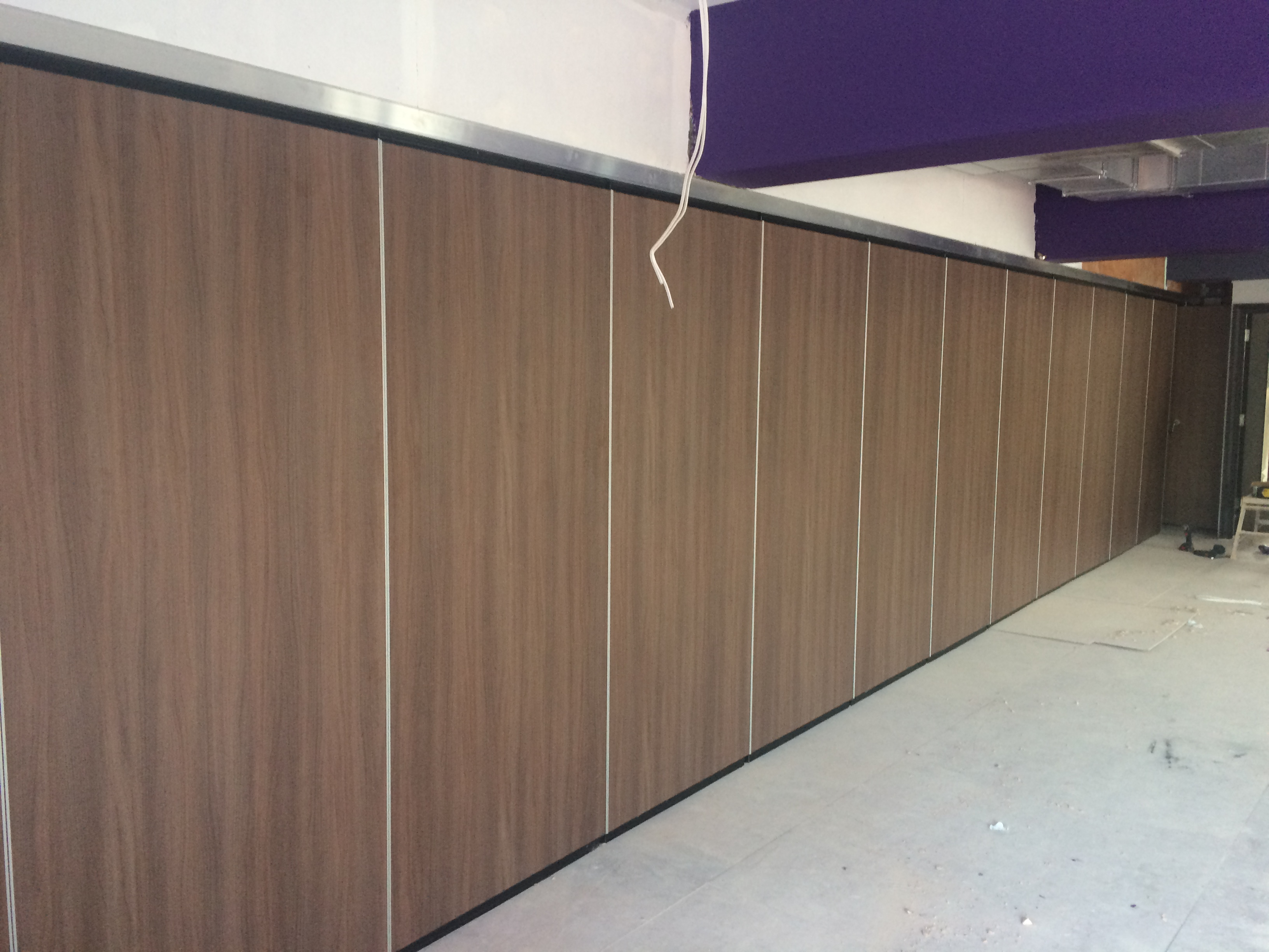 Seamless wooden closed partition wall