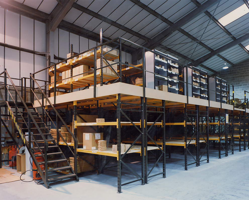 Mezzanine floors platform installation