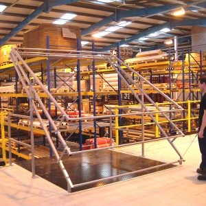 Mezzanine floor with integrated goods lift